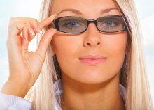 Komplett szemüveg fényre sötétedő lencsékkel