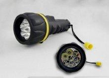 7 LED-es, erős fényű, tartós elemlámpa