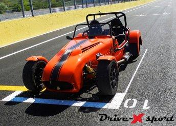 Élményvezetés Lotus Super 7-nel a DRX Ringen
