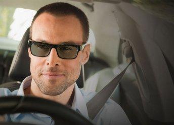 Szélvédő mögött is fényre sötétedő szemüveg autóvezetéshez