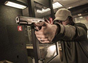 Élménylövészet nagy kaliberű pisztolyokkal